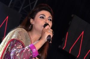 Pakistani Singer Fariha Parves performing at the Baisakhi Function.