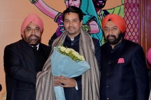 Sh. Anurag Thakur being felicitated by Sr. BS Kakar and Sr. VS Sahney.