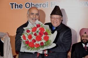 Sh. Balraj sethi honouring   Lord Diljeet Rana with a bouquet.