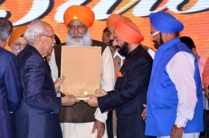 Sh. Brij Mohan Munjal being awarded by Punjabi Rattan Award at the Baisakhi Function.