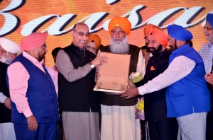 Janab Abdul Basit being felicitated by Sr. Sukhdev Dhindsa, MP and other office bearers of WPO.