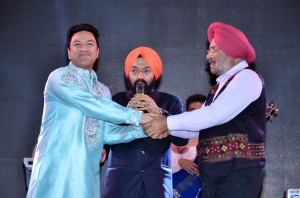 Punjabi folk singer Manmohan Waris being greeted by Gen. J.J. Singh, Former Chief of Army Staff along with Sh. V S Sahney