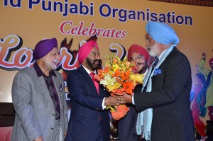 Gen. J.J. Singh(Retd) being felicitated by Sr. Vikram Sahney.
