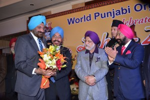 Sr. Tarlochan Singh being felicitated by WPO Office Bearers.