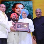 Sh. Ramesh Handa being honoured by Dr. Manmohan Singh
