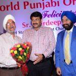 Sr. Jagtar Chadha along with Sr. Vikram Sahney felicitating Sh. Manoj Tiwari ji